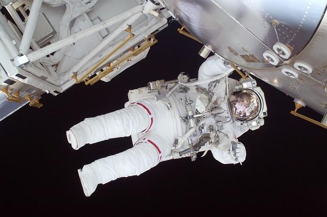 מה ההבדל בין אסטרונאוט לקוסמונאוט?