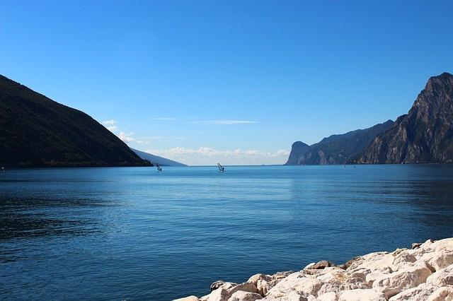 מה ההבדל בין ימה, אגם וים?