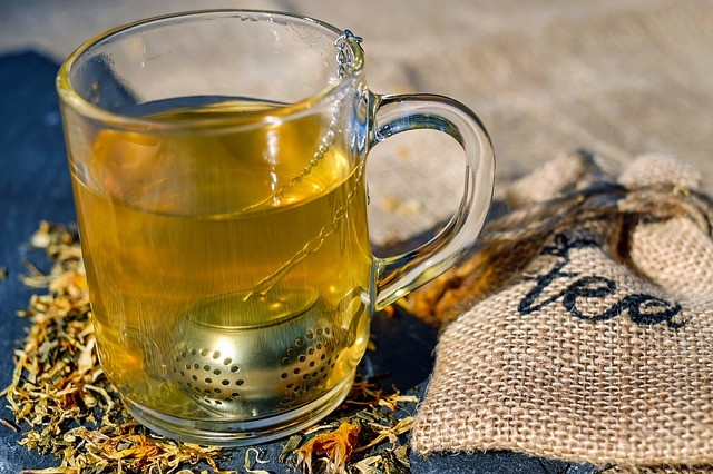 מה ההבדל בין תה צמחים וחליטה?