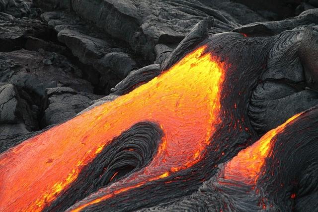 מה ההבדל בין מגמה לבין לבה? (Magma - Lava)