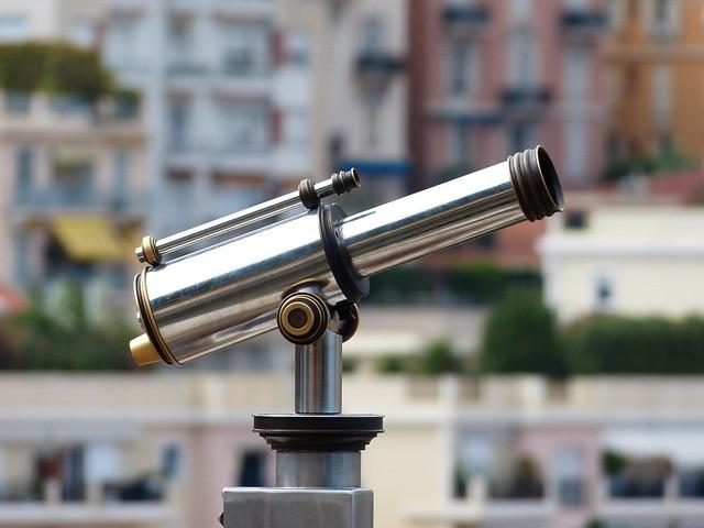 מה ההבדל בין מיקרוסקופ לטלסקופ?