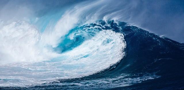 למה הצבע של הים כחול? האם זה מהשתקפות השמים?
