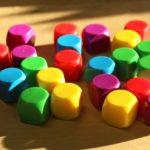 מה הבדל בין משחוק ללמידה מבוססת משחק?
